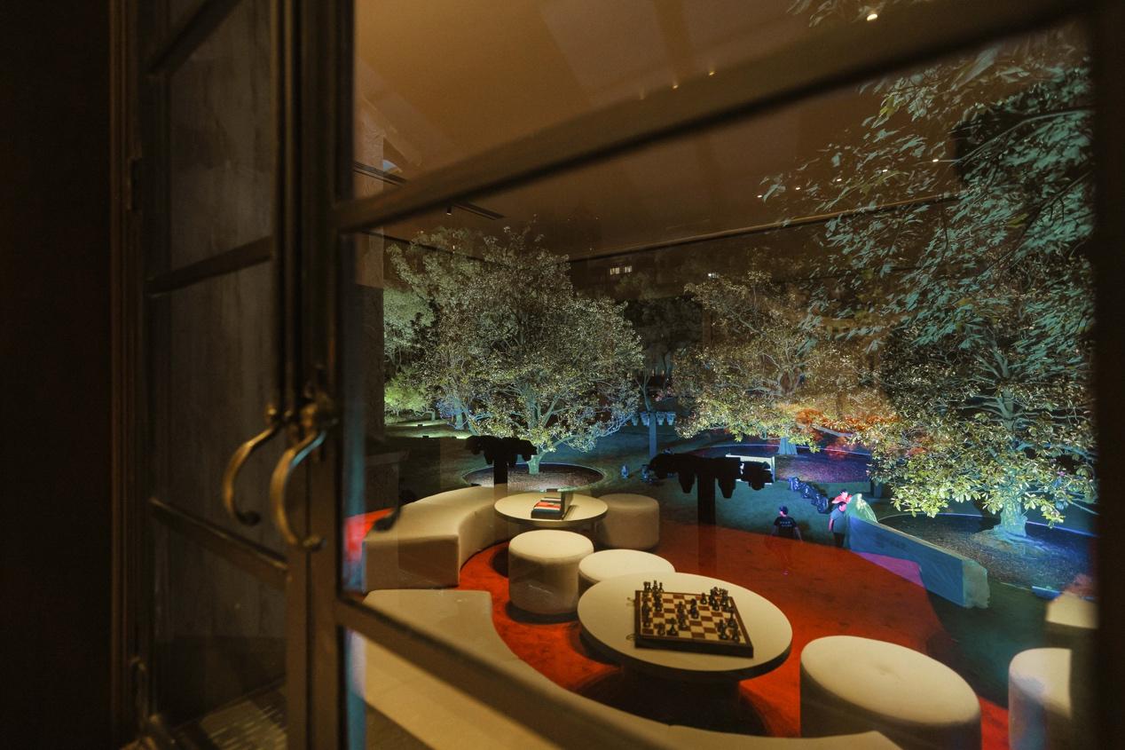 图片包含 室内, 窗户, 房间, 桌子 描述已自动生成
