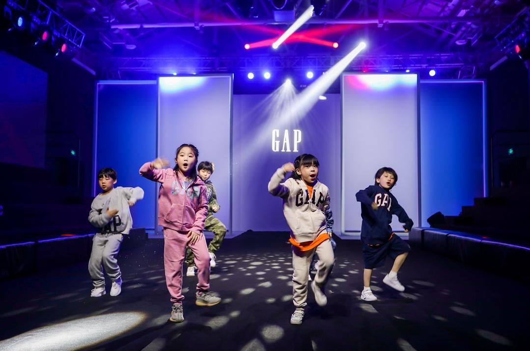 Gap携萌娃亮相KIDS WEAR上海时装周 发布2022年春夏季童装新系列!